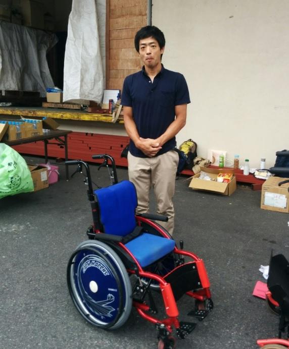 写真8_池田氏車椅子と2